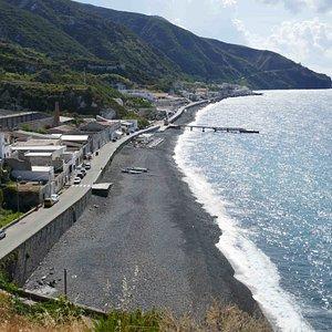 Wunderbar hier mit Blick auf Salina, Panarea und Stromboli an der Strandbar den späten Nachmittag ausklingen zu lassen.