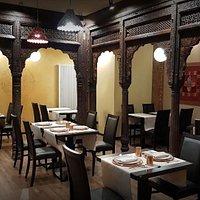 Gli archi sono autentici, importati direttamente dall'India. Sono esemplari della architettura tipica dell'India.