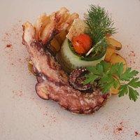 Rego de Pulpo con Buquet fresco de verdura y patatas sugerencia del dia