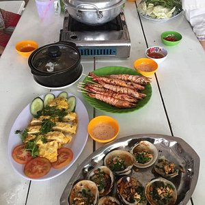 Delicious lunch with fresh seafood