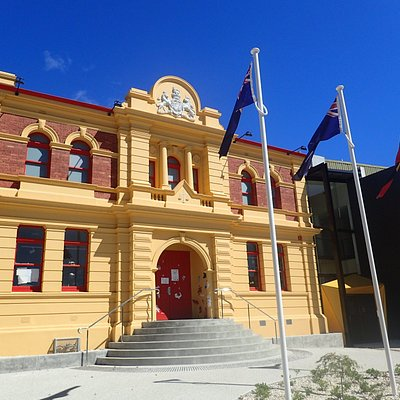 The Gallery moved into it's new home within the heritage-listed Courthouse building at the paranaple arts centre in November 2018