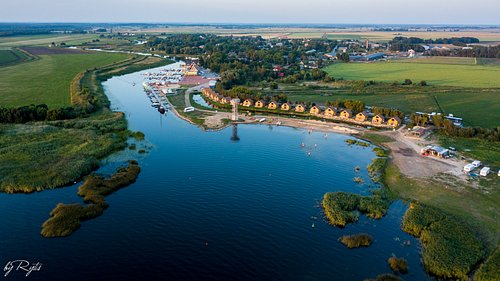 Dreverna campsite wooden holiday houses with terrase and view to Curonian lagoon