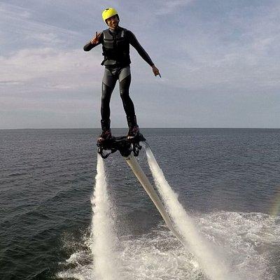 Mit dem Flyboard zwischen Himmel und Wasser.