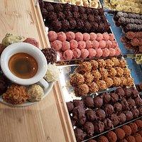 Le nostre praline con un buon caffè