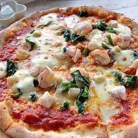 菜の花と海鮮のピザ 大きくて美味しかったです。