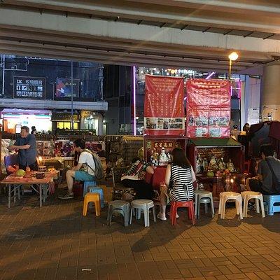香港最有名的傳統庶民文化─Bowrington Villain Hitting 鵝頸橋打小人