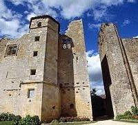 Chateau , en face St Sigismond
