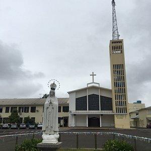 Estátua e fachada