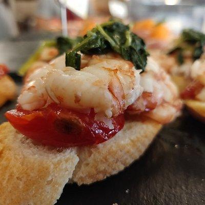 fresh shrimp with regional vegetable . food tour venice