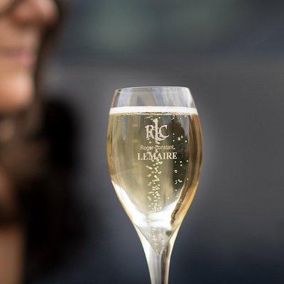 Un verre de Champagne Roger-Constant Lemaire