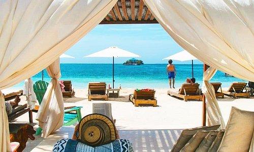 Hermosa Isla para disfrutar de un día de playa inolvidable, con posibilidad de disfrutar de actividades complementarias como Snorkel, Kayak, Paddle Board, visitas al Oceanario o tomar un maravilloso masaje relajante.