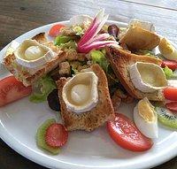 La salade chèvre chaud toujours pleine de couleurs et de goûts !