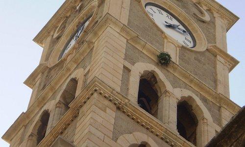 detalle de la Torre con el reloj de números romanos