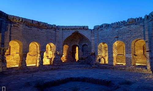 Deir-e Gachin Caravansarai is one of the greatest caravansarais of Iran which is located in the center of Kavir National Park.