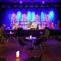 Scenen i store sal.