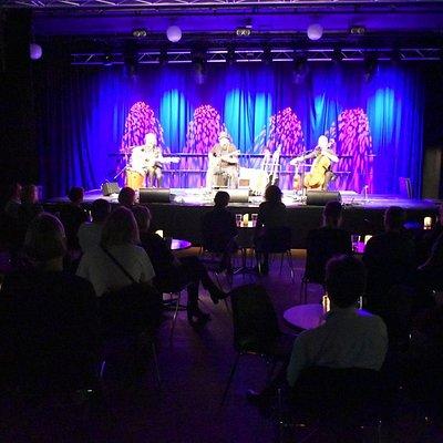 Dicte, Frederik Verdersø og Line Felding på scenen d. 21.3.19