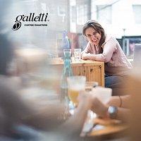 Ven y pasa un momento auténtico en Café Galletti
