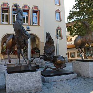 Скульптурная композиция Три Лошади