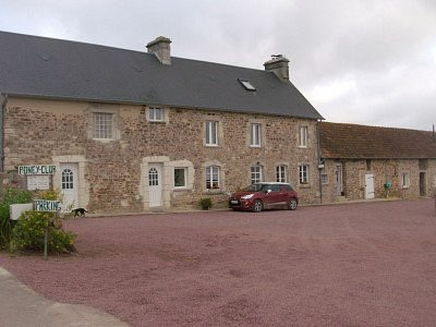 This is the building where the self-catering houses are located. We were in No. 4, to the left of the car.