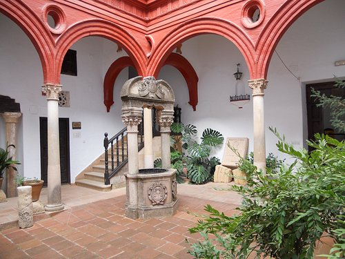 The Central Courtyard with it's Well at the Palacio Mondragon