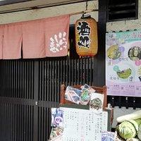 「泉涌寺道」バス停を降りてすぐの店です