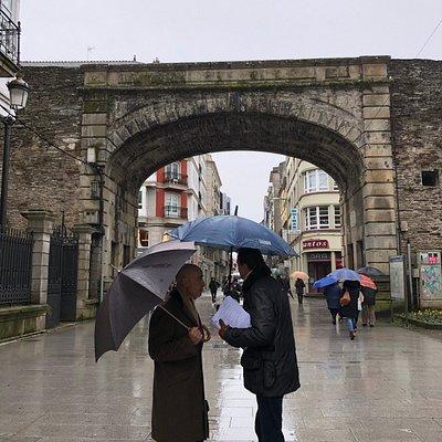雨降る日に司教の思いを馳せる