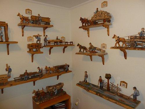Figurer av Bissefällar'n i Derome Trä & Nostalgimuseum i Derome
