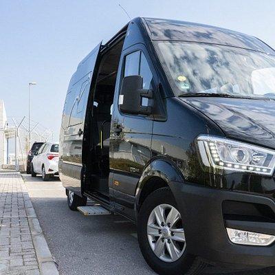 13 passenger luxuri minibus