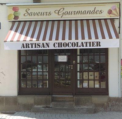 Découvrez nos chocolats, macarons et glaces !