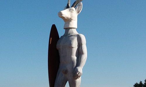 Estátua Homenagem aos surfistas e a Nossa Senhora