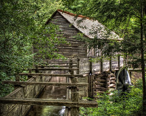 150 years ago, the John Cable Mill was used to grind corn and wheat into flour for the residents of Cades Cove, Tenn. Now part of #GreatSmokyMountainsNationalPark, watch a miller in action from April to October and even buy some fresh-ground flour. PC: Jody Claborn/Flickr Public Domain