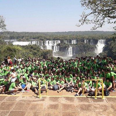 grupo de estudantes uruguaios nas caataratas