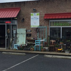 The Vintage Owl's Nest is a shop full of antique's and collectibles! We also have fresh flowers and indoor plants, including air plants and succulents. House and garden flags and more to find. Come visit, there's a little something for everyone!