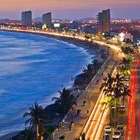 Una buena forma de apreciar la belleza natural de México es caminar por sus malecones ya sea al amanecer, al atardecer o para dar un recorrido en cada uno de los destinos que tienen malecón.