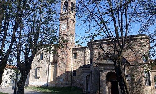 """La parrocchiale, il busto romano """"Matri"""" incastonato nell'angolo dell'Oratorio dell'Addolorata"""
