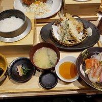 ชุดเทมปุระและซาชิมิ ข้าวสวยในหม้อเหล็ก