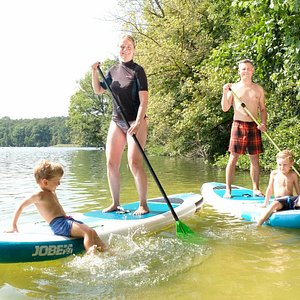 Stand Up Paddling is fun for adults as well as kids. Often times we welcome families at the Schlachtensee for some fun time on the water!