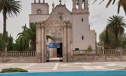 Iglesia parroquial y fuente de Jesús María