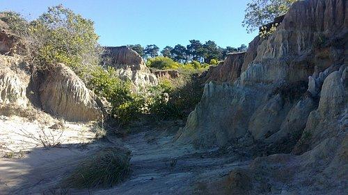 Erosiones correspondientes al valle de la luna en Punta Rubia de la Pedrera