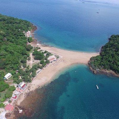 Playa la Restinga Isla de taboga a sólo minutos de la Ciudad de Panamá donde podrá disfrutas de actividades al aire libre con Familia,amigos