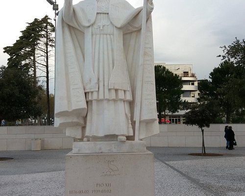 Estátua de Papa Pio XII