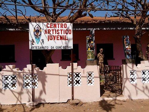 Centro Artistico Juvenil, escola de artesanato e venda ao publico