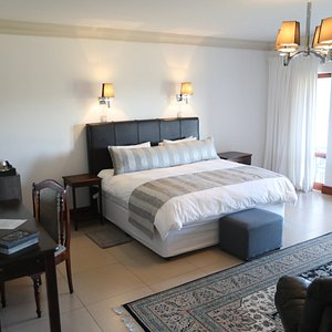 Executive Manor Room A - tastefully furnished for your comfort