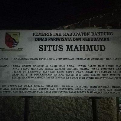 Gerbang Kampung Mahmud