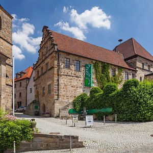 Das Töpfermuseum Thurnau ist in der alten Lateinschule, direkt gegenüber von Schloss Thurnau untergebracht
