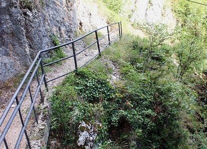 Tito`s Cave (trail)