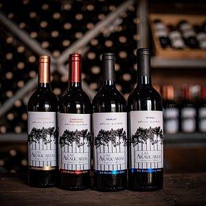 Estos son nuestros cuatro vinos premium de Viña Las Araucarias.