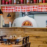 """Итальянская печь самого известного производителя печей Valoriani диаметром 140"""", вмещающая 12 пицц одновременно."""