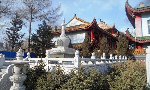 """В храме Jile - """"белая пагода""""."""
