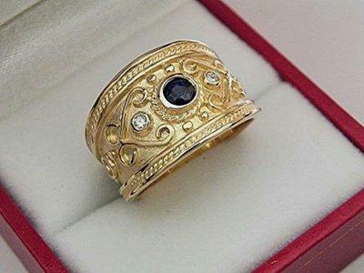 Ето Византийское кольцо с сапфиром и бриллиантами из комплекта